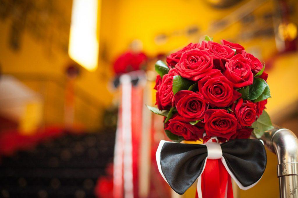 Ароматные композиции цветов к вашему празднику с доставкой в Симферополе