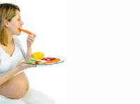 Сколько положенно есть беременной женщине