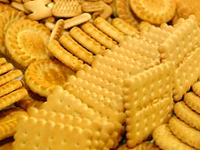 Хлеб, печенье, кофе и чипсы в рационе матери уменьшают вес новорожденных
