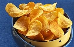 В недостатке веса будущего малыша виноваты чипсы