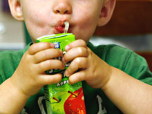 Токсины в упаковках снижают активность иммунитета у детей