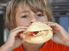 Вредные продукты вроде фастфуда ухудшают течение астмы и экземы у детей