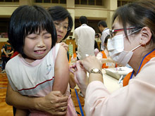 Беспокойство матери делает для ребенка прививку более болезненной