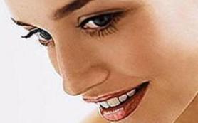 Косметика грозит женщинам ранним климаксом