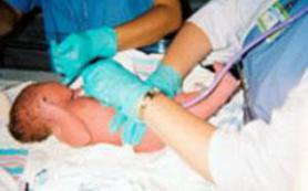 Малыш во время родов