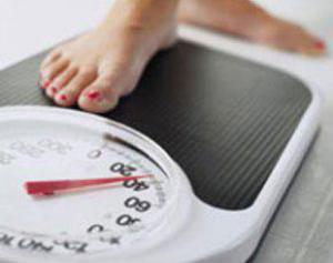 Женщины толстеют после тридцати из-за двух гормонов, мужчины — из-за пива