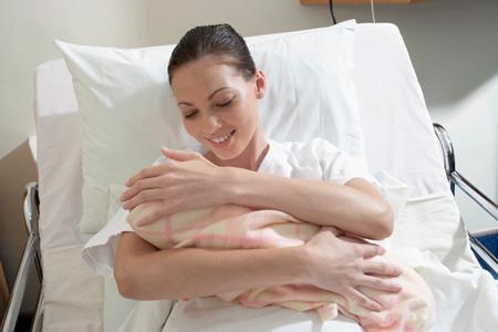 Недоношенным женщинам тяжелее рожать
