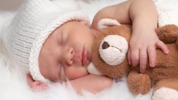 Основные причины, почему ребенок плачет
