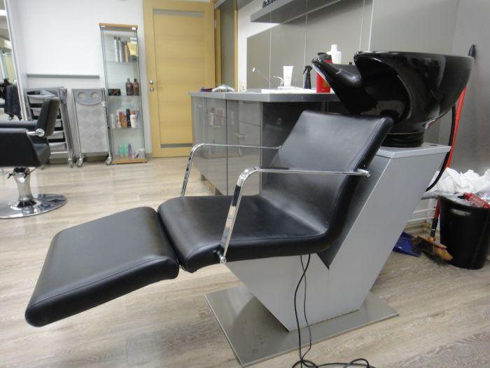 Парикмахерские кресла-мойки.