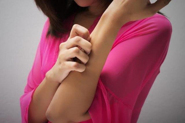 Причины, почему чешется тело без видимых признаков заболевания