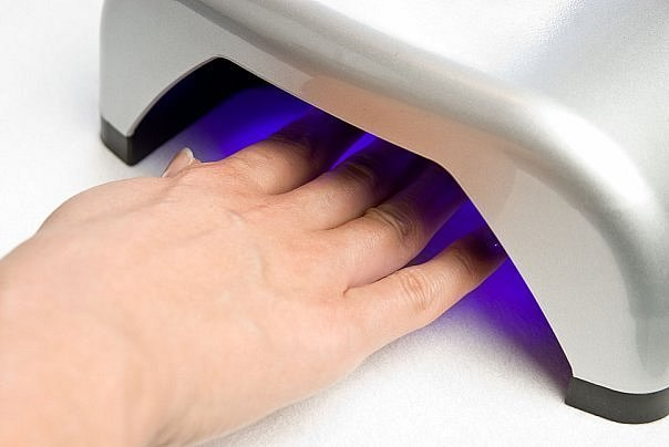 Какую лампу лучше выбрать для полимеризации гелей: LED против UV