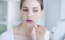 Причины появления трещин в уголках губ