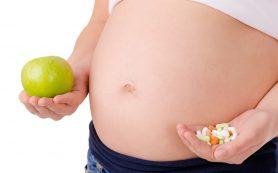 Почему беременным нужны витамины