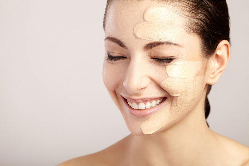 Как нанести тональный крем на лицо