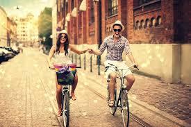 Дорога. Девушка. Велосипед