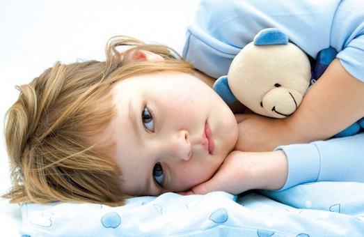 Почему ребенок не спит кроватке?