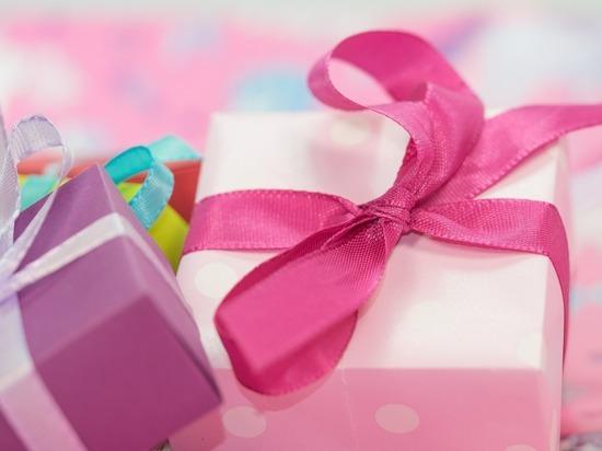 Как правильно выбрать подарок на 8 марта: простые и доступные решения