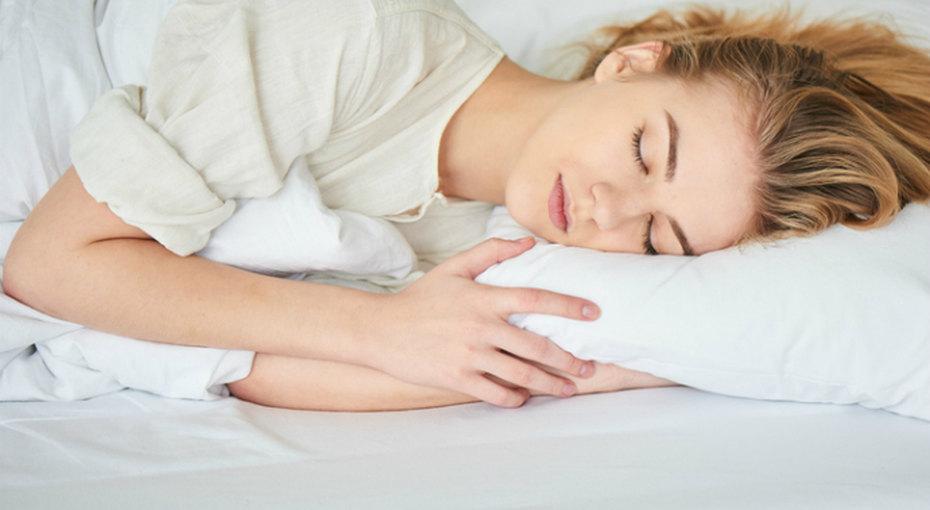 Почему спать в прохладной комнате полезно для здоровья