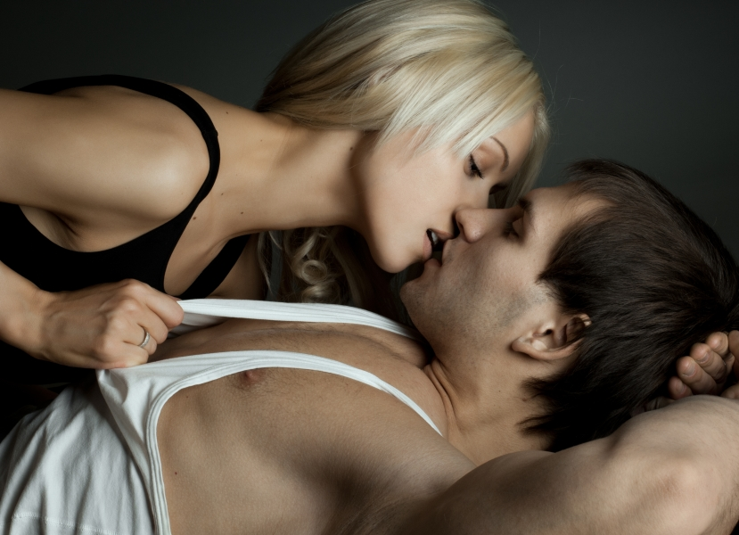 В постели с мужчиной без стеснения