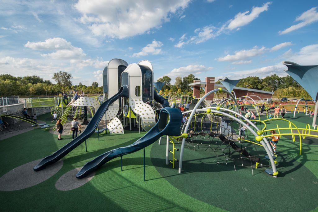 Лучшие детские площадки и коляски на портале онлайн магазина Playgrounds
