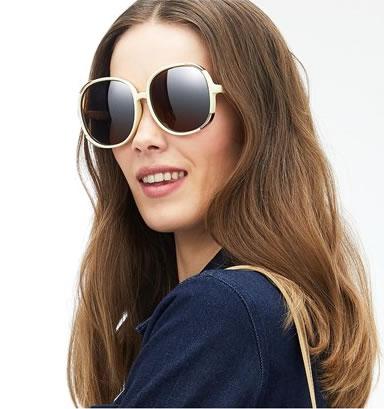 Ультрамодные солнцезащитные очки в светлой оправе в новом каталоге Орифлейм