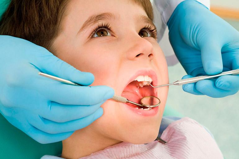 Лечение молочных зубов — не миф, а необходимость