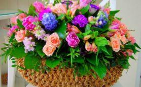 Выбираем букет имениннику от компании Vladi-Flowers