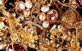 Золотые серьги в дизайнерском исполнении