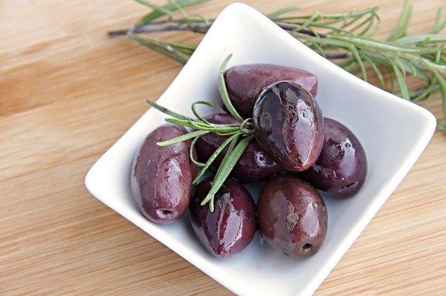 Оливки и рыба помогут защитить организм от развития болезней сердца