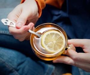 Почему ученые называют чай с лимоном напитком долголетия?