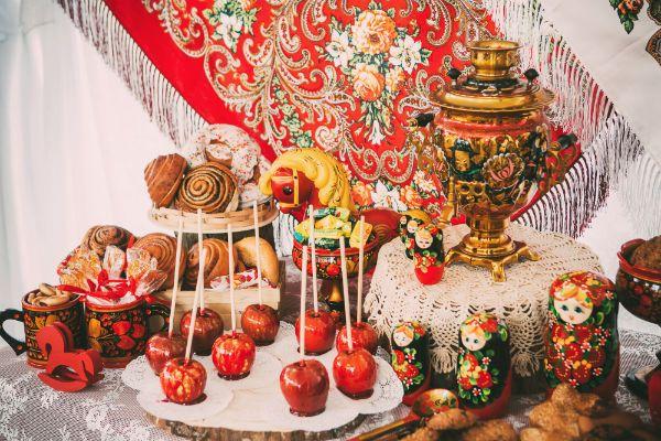 Весенняя композиция интерьера в русском народном стиле