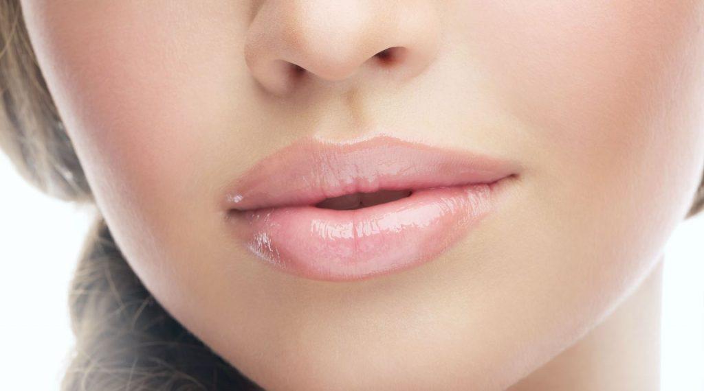Причины опухания губ и немедленная помощь